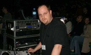 Louie Nicastro - front sound engineer