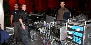 Instalowanie urządzeń  -  Łukasz, Wojtek, Sebastian