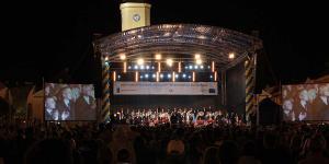 12  Piotr Rubik z Orkiestrą , Chórami i Solistami