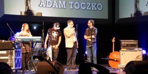06 Czlowiek Ze Zlotym Uchem - Adam Toczko