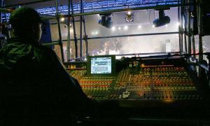 Yamaha PM1D na monitorach